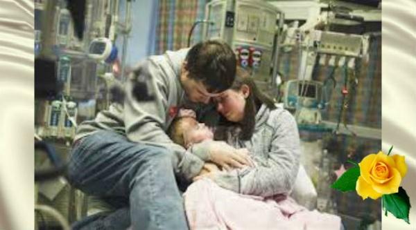 Родители прощаются со своей 2-летней девочкой