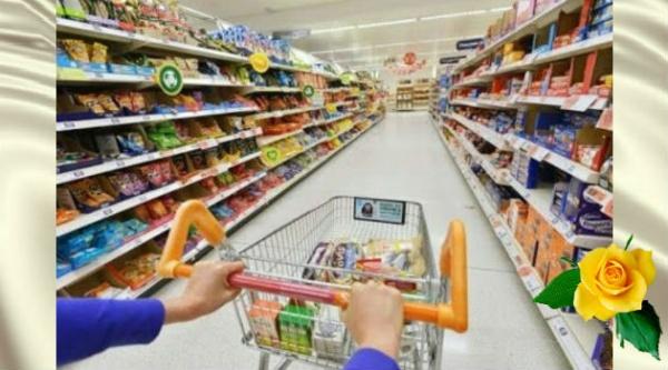 В гипермаркете девушка попросила женщину купить ей мыло