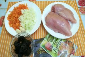 Рулет из куриного филе с черносливом