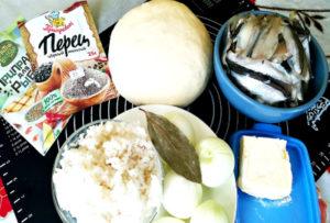 Дрожжевой пирог с мойвой и рисом