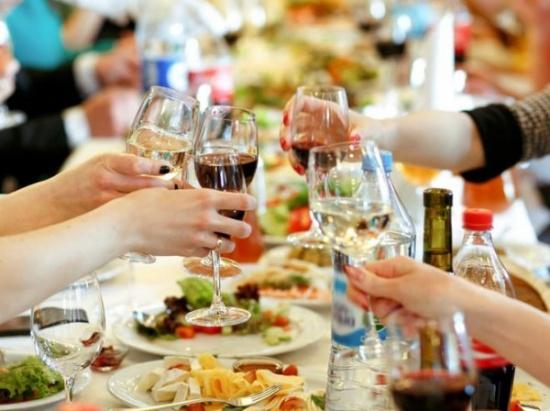 Какие продукты несовместимы с алкоголем и чем закусывать
