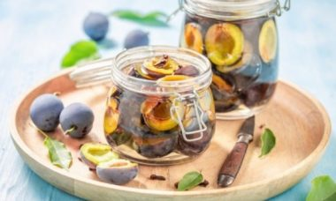 Замечательный и простой рецепт: маринованные сливы