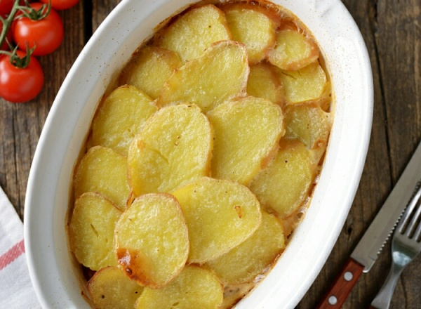 Картофель по-венгерски с копчеными колбасками - вкусный рецепт