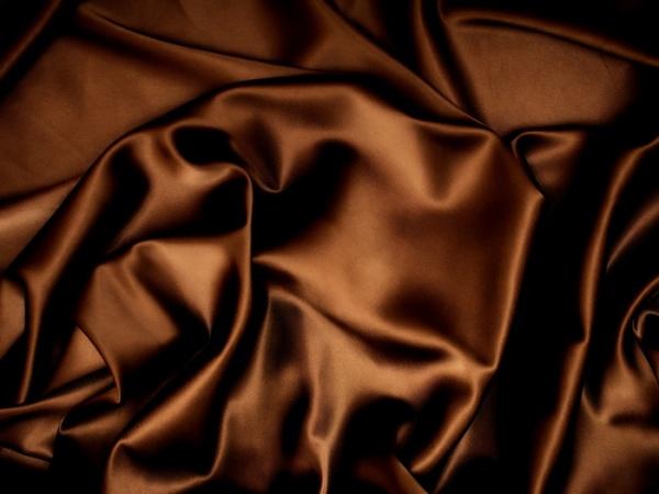 Оттенки шоколадного в весеннем гардеробе 2021